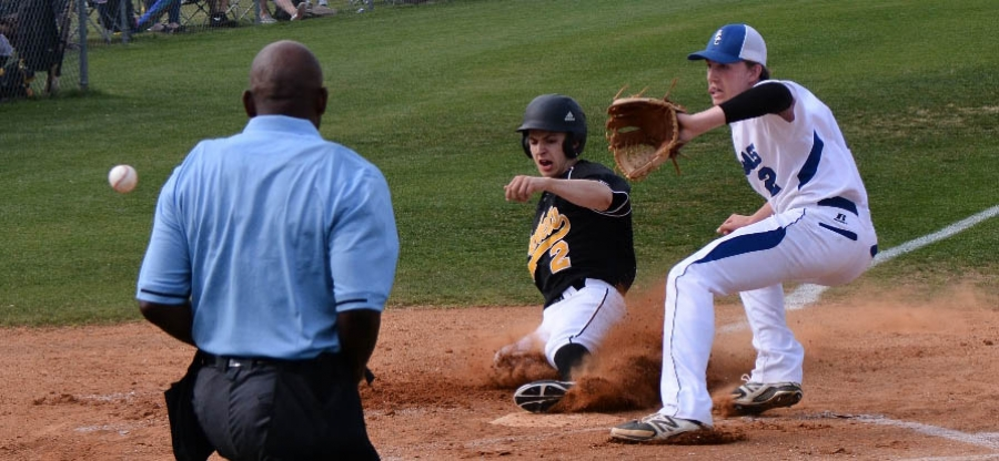 Jackets baseball win in day one of tourney